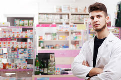 Pharmacis στην τοποθέτηση γραφείων στη κάμερα στοκ φωτογραφίες με δικαίωμα ελεύθερης χρήσης