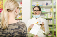 Pharmacist explaining patient how to use medicne Royalty Free Stock Photography