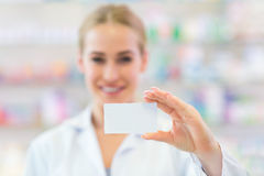 Pharmacist holding blank card Royalty Free Stock Images