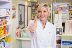 Pharmacist holding her thumb up Royalty Free Stock Photography