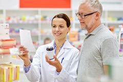 Pharmacist and senior man buying drug at pharmacy Royalty Free Stock Photos