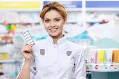 Pharmacist with tablets Royalty Free Stock Photography