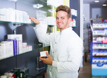 Pharmacist working in pharmaceutical shop Royalty Free Stock Images