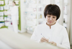 Pharmacist working in shop Royalty Free Stock Photos