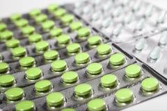 Pharmazeutische Medikation und Pillen in den Sätzen Lizenzfreies Stockbild