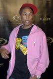 Pharrell Williams auf dem roten Teppich. stockbilder