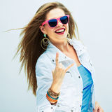 Phashionportret van jonge vrouw in muziekstijl Stock Foto's