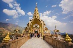 Phasornkaew Thaise tempel en blauwe hemel Stock Afbeelding