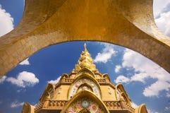 Phasornkaew Thaise tempel en blauwe hemel Royalty-vrije Stock Afbeeldingen