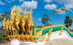 Phaya Naga smoka węża strażnik w Świątynnym Wacie w Tajlandia zdjęcia royalty free