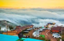 Phetchabun, Таиланд-январь 2,2019: Красота тумана утра в национальном парке Phu Thap BoekPhu Hin Rong Kla стоковые фотографии rf
