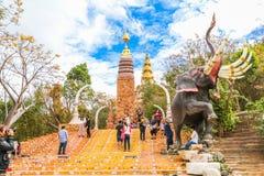 PHETCHABUN THAILAND - JANUARI 3, 2017: Phrathat phasornkaew Royaltyfri Foto