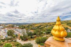 PHETCHABUN THAILAND - JANUARI 3, 2017: Wat phasornkaew är en Arkivfoto