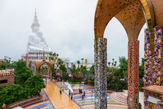 Phetchabun, Thailand-Juni 27,2018: Fünf Buddhas und das bunte O Lizenzfreies Stockfoto