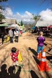 PHETCHABUN, THAILAND - 26. NOVEMBER 2016: Leute im Dorf Stockbild
