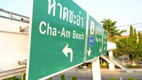 Phetchaburi,泰国- 2016年4月24日 查家上午在路的路标在Phetchaburi泰国 库存图片