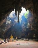 Phetchaburi, Tailandia - 7 gennaio 2017: Il tempio della caverna del luang di khao di Tham è tempio molto bello dentro della cave fotografia stock libera da diritti