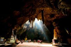 PHETCHABURI, THAILAND-AUGEST 6 2015 : Les gens sont venus au temple repest Photos stock