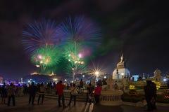 Phetchaburi Thailand-Februari 17,2018: Fyrverkerifestivalorgani Royaltyfri Foto