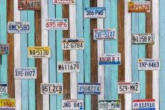 PHETCHABURI THAILAND - Januari 8: Den gamla USA-bilregistreringen plat Arkivfoton