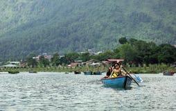 Phewa湖是第二大湖在尼泊尔 免版税库存图片