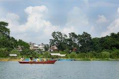 Phewa湖是第二大湖在尼泊尔 免版税库存照片