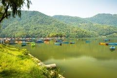 Phewa湖是著名和美丽的湖在博克拉尼泊尔 免版税库存图片