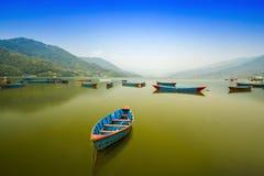 Phewa湖是著名和美丽的湖在博克拉尼泊尔 免版税库存照片