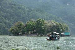 Phewa jezioro jest drugi co do wielkości jeziorem w Nepal Fotografia Royalty Free