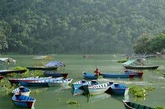 Phewa jezioro jest drugi co do wielkości jeziorem w Nepal Obrazy Stock