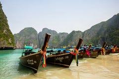 Phi Phi βάρκες νησιών στοκ εικόνα
