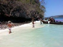 phi τοπίων νησιών βαρκών μαγική ανατολή ταϊλανδική Ταϊλάνδη Στοκ Φωτογραφία