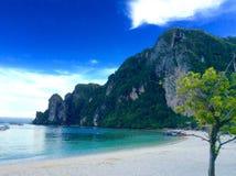 phi τοπίων νησιών βαρκών μαγική ανατολή ταϊλανδική Ταϊλάνδη Στοκ Εικόνες