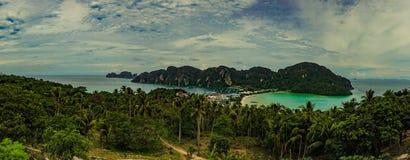 Phi Дон Phi Koh точки зрения в море andaman, Пхукете, Krabi, к югу от Таиланда Стоковые Изображения RF