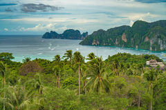 Phi Дон Phi Koh точки зрения в море andaman, Пхукете, Krabi, к югу от Таиланда Стоковая Фотография