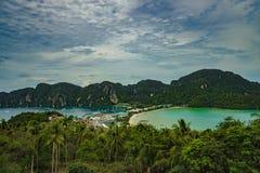 Phi Дон Phi Koh точки зрения в море andaman, Пхукете, Krabi, к югу от Таиланда Стоковое Изображение