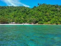 Phi Phi-de mening van eilandthailand van de snelheidsboot Royalty-vrije Stock Afbeelding