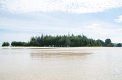 Phi Phi Islands, Krabi está situado 40 kilómetros del carril como parte de Playa-MOO Koh Phi P de Thara del noppharat de Phi Phi  Foto de archivo