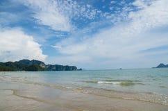 Phi Phi Islands, Krabi est situé 40 kilomètres du rail en tant qu'élément de Plage-MOO Koh Phi P de Thara de noppharat de Phi Phi Image stock