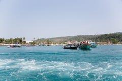Phi Phi Doh Island wordt gevestigd bij de kust Thailand Stock Foto's
