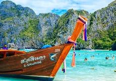PHI-PHI INSEL, KRABI, THAILAND - 11. NOVEMBER 2016: Longtrail b Lizenzfreie Stockfotos