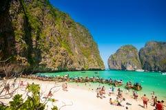 Phi Phi Leh, Thaïlande - 2 février 2014 : Touriste serré sur le Th Photographie stock libre de droits