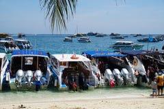 Phi wysp Krabi Tajlandia łodzie motorowe obraz stock