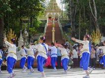 PHICHIT,THAILAND-OCTOBER 28:一个小组泰国舞蹈家,Unidenti 免版税库存图片