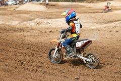 Phichit, Ταϊλάνδη, 27.2015 Δεκεμβρίου: Ακραία αθλητική μοτοσικλέτα, ο ανταγωνισμός μοτοκρός, ο αναβάτης μοτοκρός και ο καλός οδηγ Στοκ εικόνες με δικαίωμα ελεύθερης χρήσης