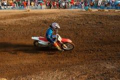 Phichit, Ταϊλάνδη, 27.2015 Δεκεμβρίου: Ακραία αθλητική μοτοσικλέτα, ο ανταγωνισμός μοτοκρός, το στρίμωγμα αναβατών μοτοκρός και η Στοκ Φωτογραφίες
