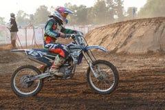 Phichit, Tailândia, dezembro 27,2015: Motocicleta extrema do esporte, a competição do motocross, o cavaleiro do motocross e bom m Imagem de Stock Royalty Free