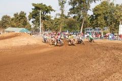 Phichit, Tailândia, dezembro 27,2015: Motocicleta extrema do esporte, a competição do motocross, o cavaleiro do motocross e bom m Foto de Stock
