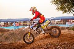 Phichit, Tailândia, dezembro 27,2015: Motocicleta extrema do esporte, a competição do motocross, o cavaleiro do motocross e bom m Imagem de Stock