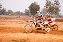 Phichit, Tailândia, dezembro 27,2015: Motocicleta extrema do esporte, a competição do motocross, o cavaleiro do motocross e bom m Foto de Stock Royalty Free